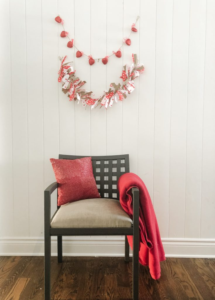 Two cute garlands that you can make for Valentine's Day.