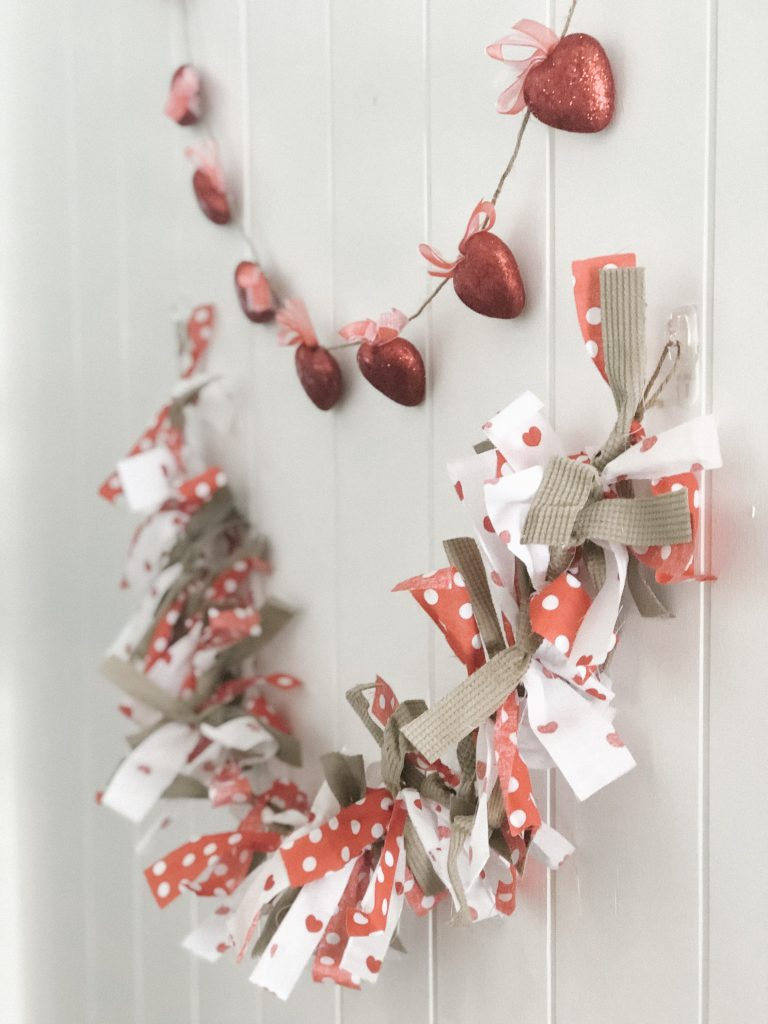 Here are instructions for two easy garlands that you can make for Valentine's or any occasion.